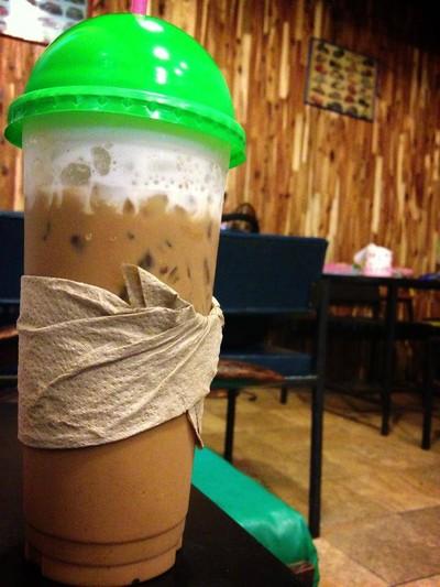 กรุ่นกาแฟ (groon cafe) ซอยวัดอุโมงค์