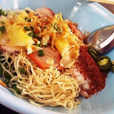บะหมี่เกี๊ยวกุ้ง ตลาดนัดเมืองไทยภัทร