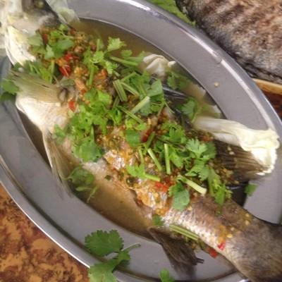 ลาบบัว-เล็กปลาเผา (Lap Bua-Lek Pla Phao Restaurant)
