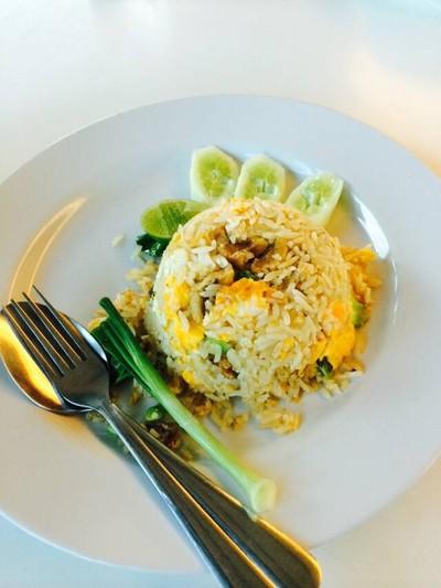 ข้าวผัดปูเมืองทอง 1 (Khaophat Pu Mueang Thong) วัชรพล-สุขาภิบาล 5
