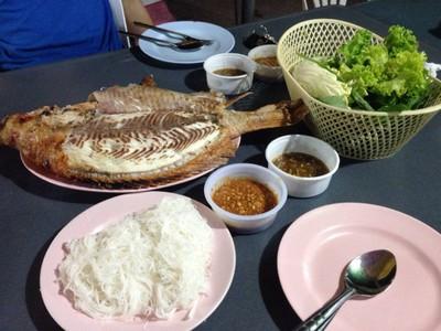 มหาราชาปลาเผา หน้าศาลจังหวัดชลบุรี
