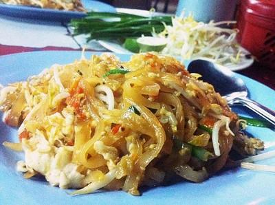 ผัดไทย หอยทอด หน้าปากซอยถนนราษฎร์เจริญ