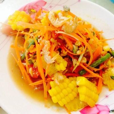 ส้มตำยำปูสด (Somtum Yumpoo)
