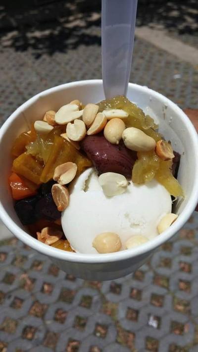 ละไมไอศกรีมกะทิสดในมะพร้าวน้ำหอม จุดชมวิว เกาะสมุย