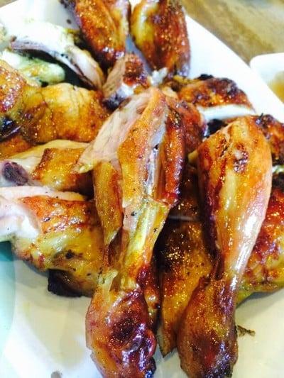 ไก่ย่างกลางกรุง (Grilled chicken restaurant downtown)