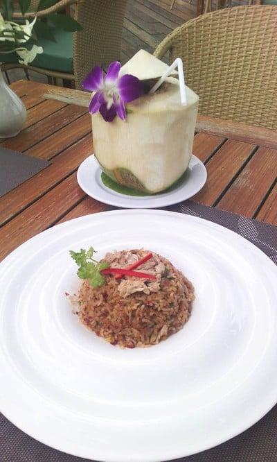 ชมทะเล Chom Talay Restaurant