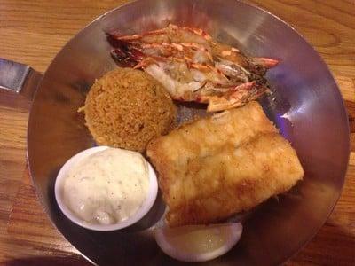 British style Fish'n Chip (เปลี่ยนเฟรนช์ฟรายเป็นข้าวผัด)