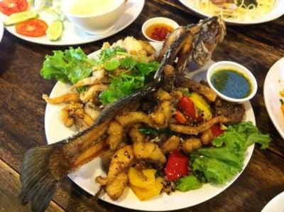 กินข้าวบ้านเพื่อน (Kin Khao Baan Puen)