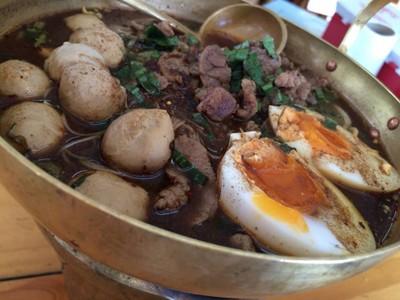 ก๋วยเตี๋ยวเรือกระทะทอง (Golden Pan Ayutthaya)