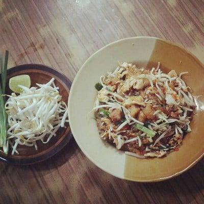 ศรีเรือนผัดไทยไข่เป็ด