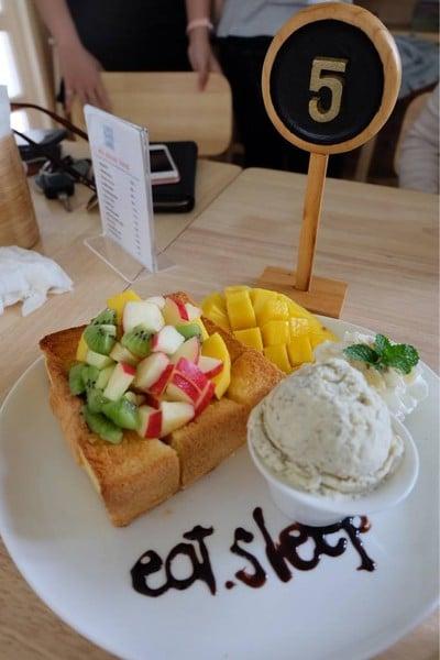 Eat Sleep Cafe & Bed (อีทสลีพคาเฟ่แอนด์เบด)