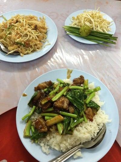 ผัดไทยอ่างทอง สาขา 2 (เจ้าเก่า)