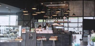 จะนั่งชิลล์ ๆ หรือจะนั่งทำงานก็ลงตัวสุดๆกับร้าน HYDE Cafe