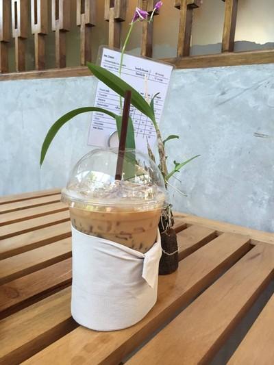 Cafe By The Blooms (คาเฟ่บายเดอะบลูมส์)