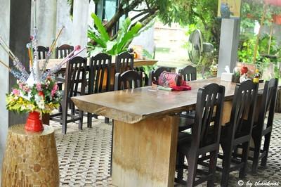 โต๊ะนั่ง open-air zone