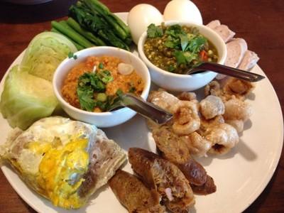 ต๋อง เต็ม โต๊ะ (Tong Tem Toh) The Paseo