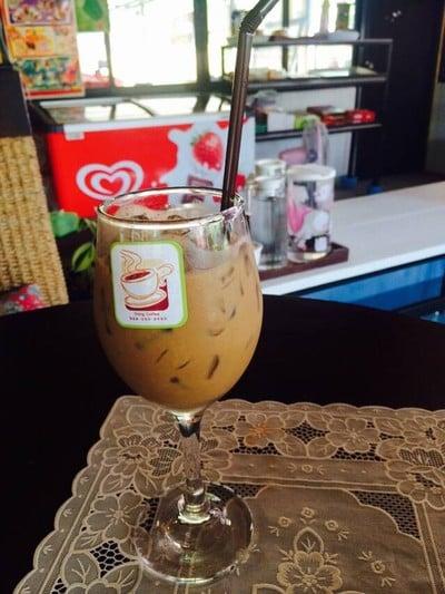 แดง กาแฟสด (Daeng Coffee)
