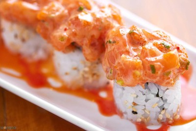 """Salmon Spicy Roll"" (150 บาท)"