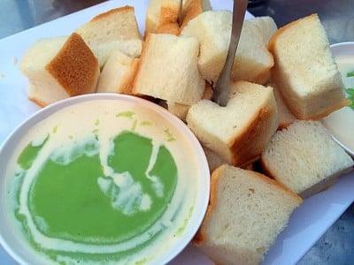 อุ๊ (แม่อ้อย สาขา 2) ขนมปังสังขยา นมวัวสด