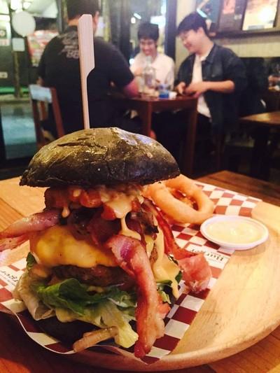 Piggy Lava Blt Usa Burger