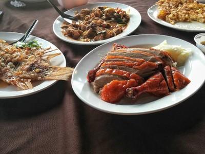 แพอาหารบ้านเหนือ (Ban Nuea Raft Restaurant)