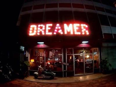 Dreamer Cafe คาเฟ่สไตล์ฟิวฉัน