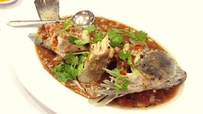 ภัตตาคารเชฟกระทะเหล็ก (Iron Chef Restaurant (Chef Kratha Lek))