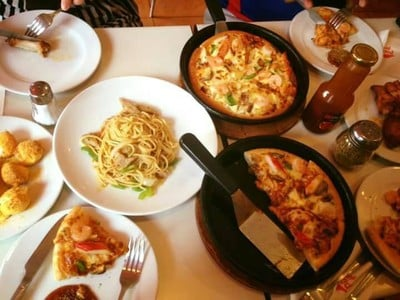 Pizza Hut ในเมือง