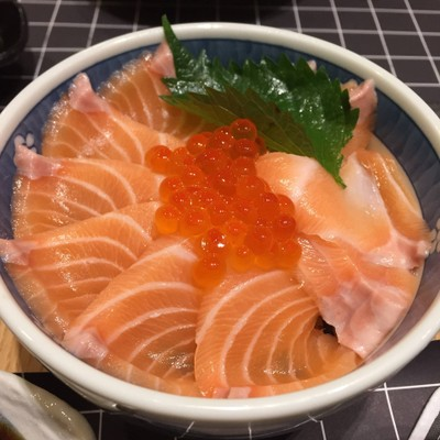 Minato Sushi Bar & Restaurant (มินาโตะ)
