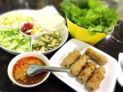 อัมพรแหนมเนือง (Amporn Namnaung) เมืองเก่า
