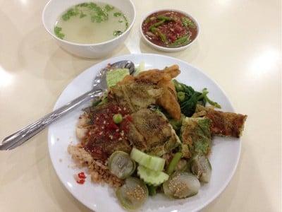 ข้าวผัดน้ำพริกโบราณ Food Court ชั้น 3 อาคาร United Center Silom