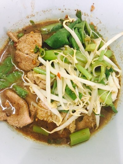 ก๋วยเตี๋ยวเรือลุงชลอ (ก๋วยเตี๋ยวโปร) (Kuay Tiew Ruea Lung Chalor (Kuay Tiew Pro)) ตลาดศรีเขมา