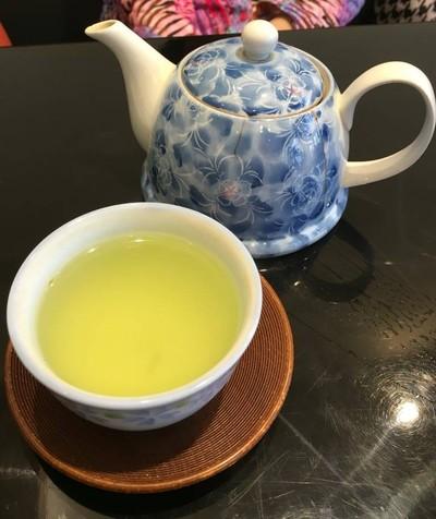 ชอบชาเขียวร้อนที่นี่ หอม - แต่ต้มได้แค่2การสจางละ