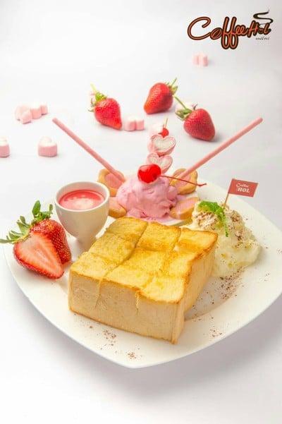 toast strawberry