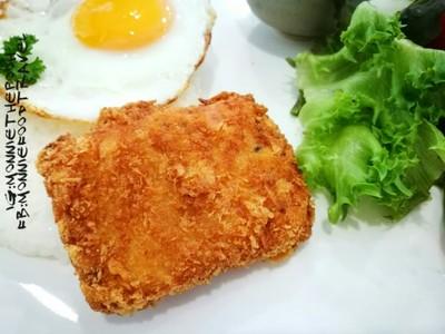 ข้าวปลาทอดไข่ดาว