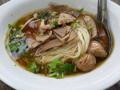 ก๋วยเตี๋ยวเฮียตี๋น้อย (Tee Noi Noodle) เนินมะกอก