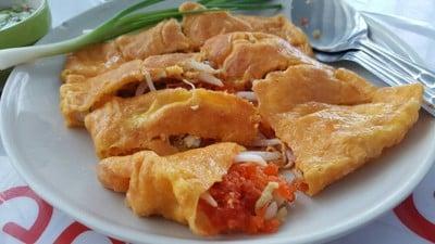 มรดกแม่แชร์ ขนมเบื้องญวนผัดไทยลุงกวง ตลาดบางใหญ่เก่า (Moradokmeashare)