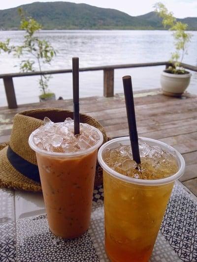 ชานมศรีลังกาและชาดำแอปเปิ้ล