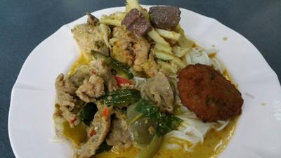 ขนมจีนเขียวหวานไก่-เนื้อ +หมูทอด