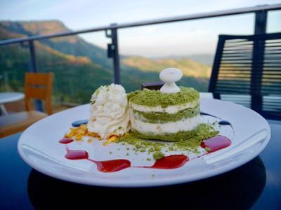Green Tea Macadamia Cake (165฿)