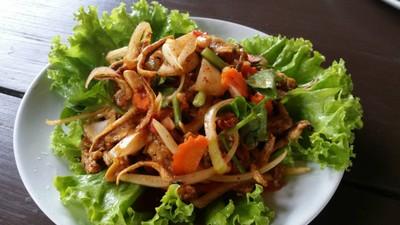 สวนอาหารชมทุ่ง (Chomthung Restaurant)