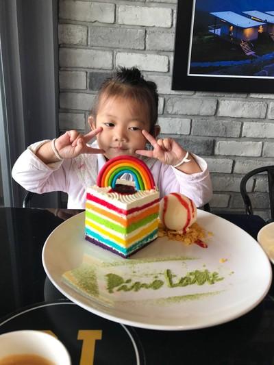 Rainbow Cake Pino Latte