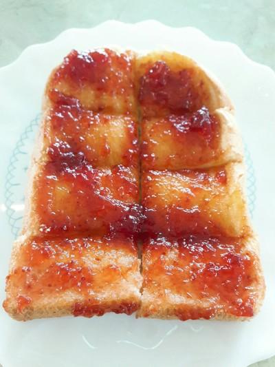 ขนมปังแยมสตอเบอร์รี่ 25.-