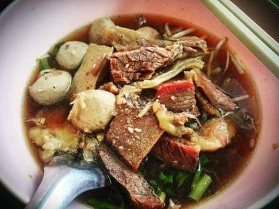 เกาเหลาเนื้อกิ่งเพชร (King Phet Noodles)