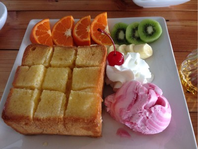 honey toast .