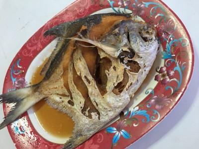 ปลาจาระเม็ดทอดน้ำปลา