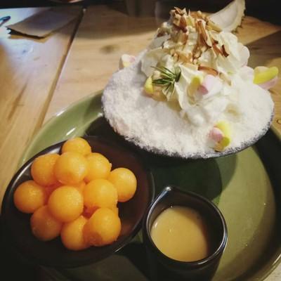 Yindee Coffee & Snowflake Cafe'