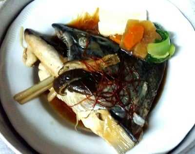 หัวปลาแซลมอนต้มซีอิ๊ว