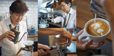 จิบกาแฟฝีมือ อาม่าริสต้า หลังบาร์กาแฟร้าน Happy Espresso