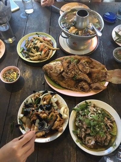 ร้านอาหารสระทอง (SA THONG RESTAURANT)